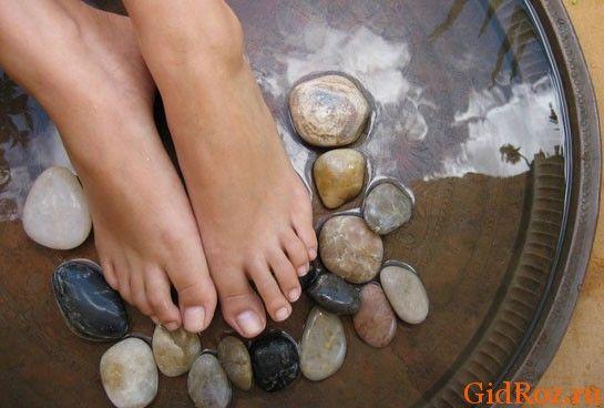 Как бороться с потливостью ног