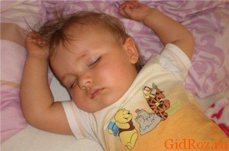Ребенок потеет во сне? В первую очередь, проверьте температуру в комнате!