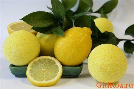 Простое и безобидное средство - лимон! Протрите проблемные места долькой лимона - на несколько часов забудете про запах!