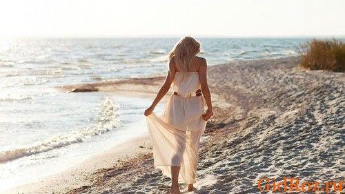Хождение босиком по песку благотворно скажется не только на Вашем настроении, но и на здоровье ножек!