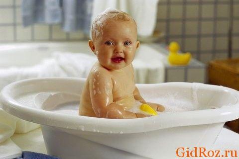 Купайте малыша регулярно, особенно понравится детской коже ванна с травами!