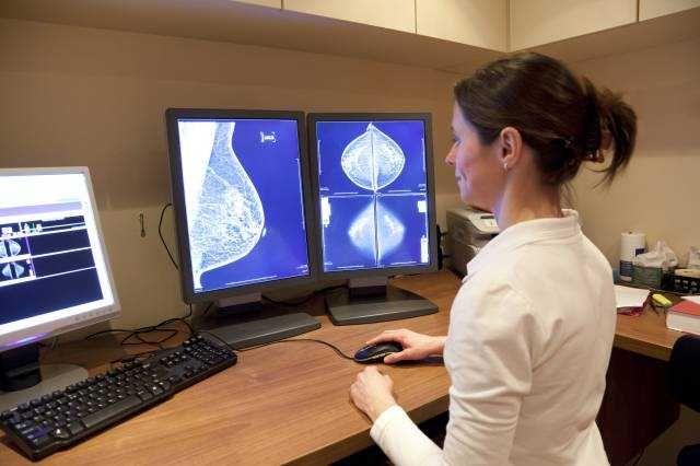 Первые признаки рака груди — самодиагностика