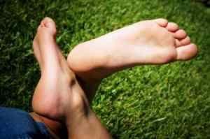 Почему немеет пятка левой ноги