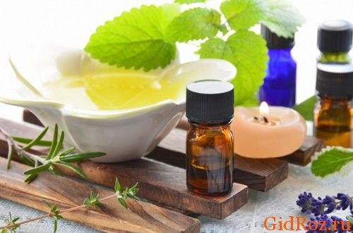 Эфирные масла - наши союзники в устранении проблемы! Всего несколько капель масла чайного дерева вместе с шампунем помогут справиться с потом!