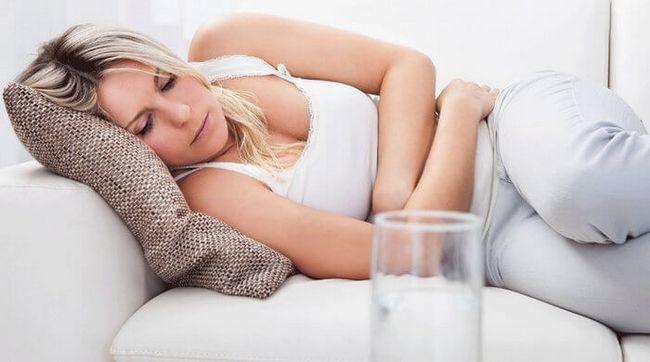 Понос на раннем сроке беременности – что делать?