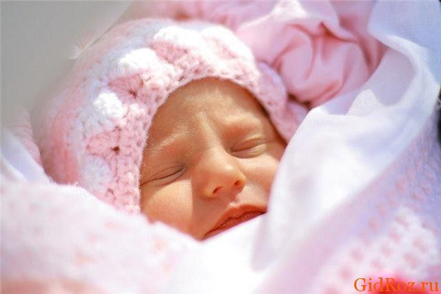 Потница у грудного ребенка: с чем она связана, и как помочь малышу
