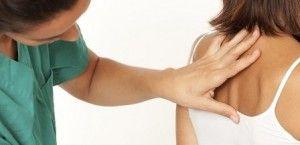 Причины появления жировика на спине и виды лечения