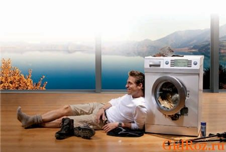 Самый простой метод - стирка в машинке! Современные стиральные машины не дадут пятнам ни единого шанса!