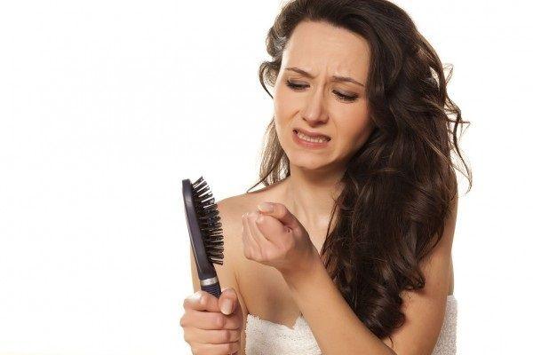 Выпадают волосы после родов - что делать?
